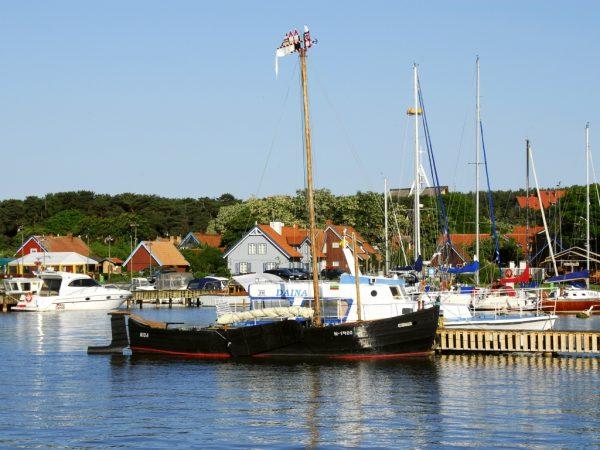 Flat bottom boat Kurenas